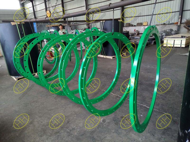 Flange coating with interthane 990 Polyurethane