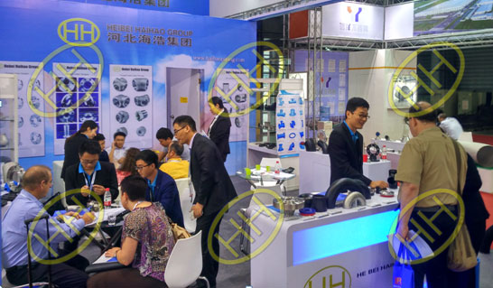 The vistors and exhibitors visit our booth