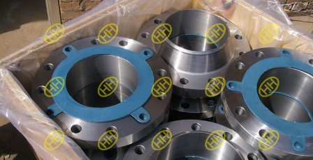 small size weld neck flange in wooden case package